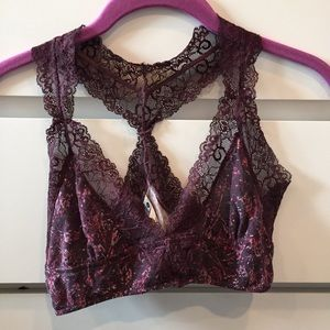 🔴 FREE with ANY purchase🔴 Maroon bralette